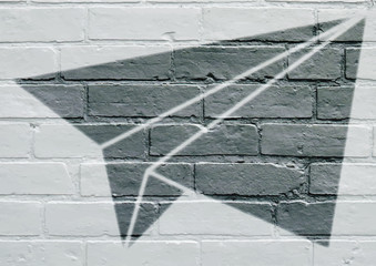 At urbain, avion en papier