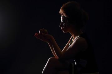 The beautiful girl with apple, photoshoots in studio. The girl wants to eat apple. Красивая девушка с яблоком,  фотосессии в студии. Девушка хочет съесть яблоко.