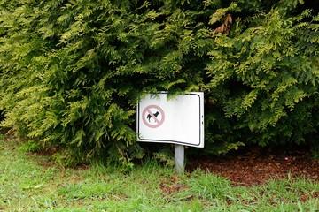 """sign """"dog walking denied"""""""