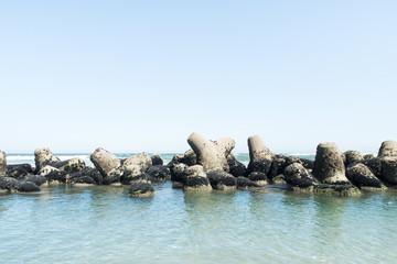 写真素材「テトラポットと海」