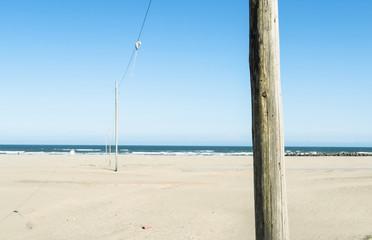 写真素材「砂浜の電柱」
