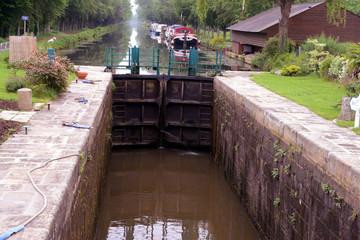 L'écluse de Malestroit sur le canal de Nantes à Brest