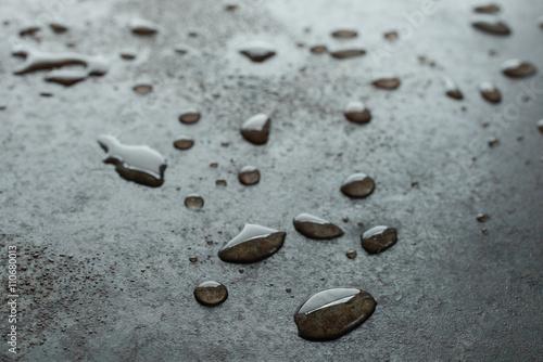 Wassertropfen Auf Einem Blech Mit Rost Stock Photo And Royalty Free