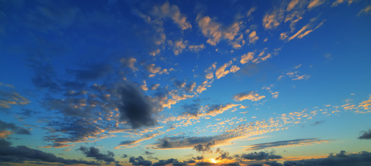 Fotobehang - blue and orange sky with clouds