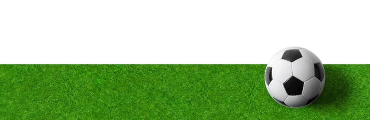 Rasen mit Fußball - Panoramaformat