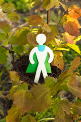 Эко символ - человек защищает окружающую среду