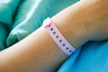 patient hand with hospital wrist tag