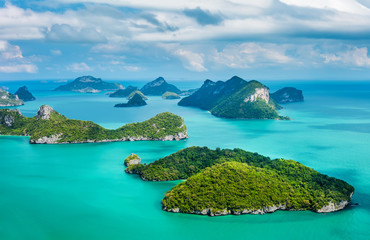 In de dag Eiland Tropical group of islands in Ang Thong National Marine Park.