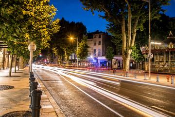 ambiance nocturne sur une avenue