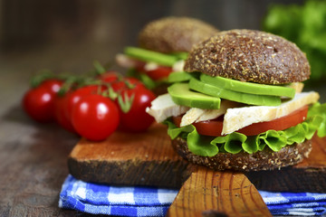 Wholegrain burger with chicken and avocado