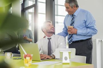 Senior,Gemeinsam,arbeiten,Zusammenarbeit,Zuversicht,Gemeinsamkeit,Geschäftsbesprechung