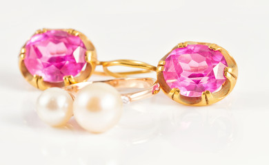 Gold ring with pearls and gold earrings rubies