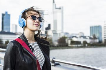 Lifestyle,Frankfurt,hören,Musik,Urban,Kopfhörer,braune Haare