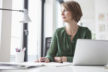 Schreibtisch,arbeiten,tagträumen,wegsehen,Ablenkung,Zuversicht,Business