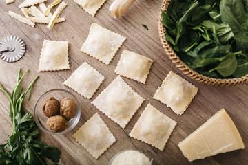 kochen,Spinat,Walnuss,Parmesan,Ravioli,Gemüse,Nuss