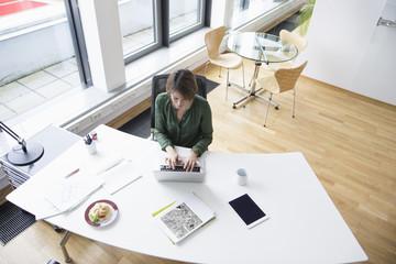 Schreibtisch,arbeiten,tippen,sitzen,Tisch,Business,Internet