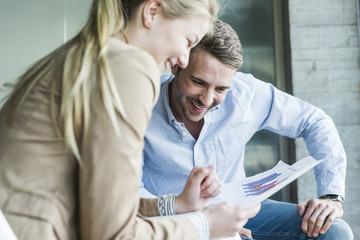 besprechen,Gemeinsam,arbeiten,Zusammenarbeit,Statistik,ansehen,Zuversicht