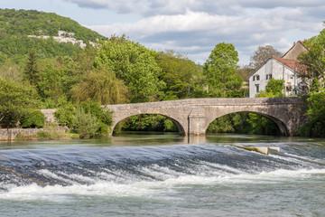 Pont et seuil sur la Loue