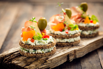 Photo sur Toile Buffet, Bar Canapes with prosciutto and cheese