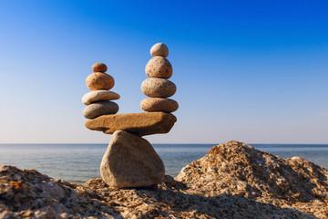 Obraz Concept of harmony and balance. Balance stones against the sea. - fototapety do salonu