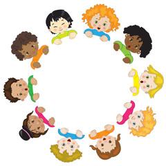 Bambini in Cerchio su Sfondo Bianco