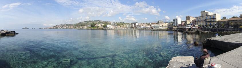Panorama del molo di Capomulini, Sicilia