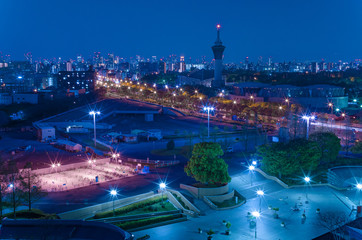 鶴見緑地駅前の夜景
