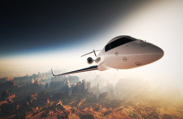 Photo White Glossy Luxury Generic Design Private Jet Flying in Sky under Earth Surface.Grand Canyon Background Sunset. Business Travel Image.Horizontal,Right Angle View.Film Effect. 3D rendering.