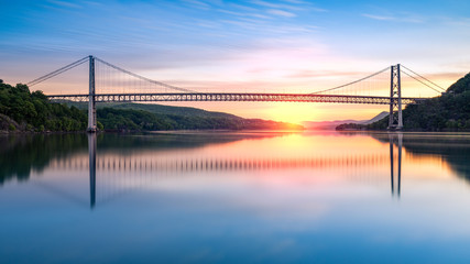 Keuken foto achterwand Brug Bear Mountain Bridge at sunrise (long exposure). Bear Mountain Bridge is a toll suspension bridge in New York State, carrying U.S. Highways 202 and 6 across the Hudson River