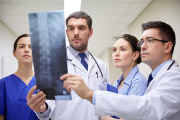 group of doctors looking at x-ray scan image
