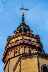 Turm der Nikolaikirche in Leipzig an einem sonnigen Tag