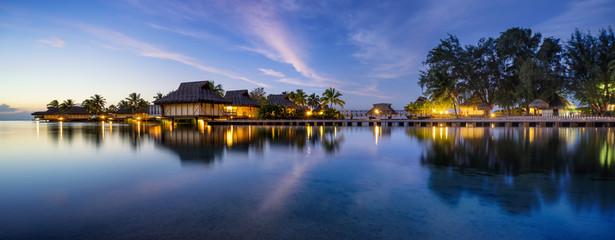 Romantischer Sonnenuntergang im Urlaubsparadies