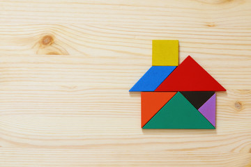 house made from tangram puzzle