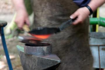 Heißes Eisen schmieden