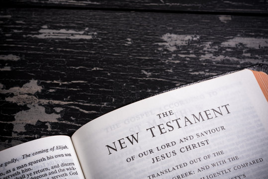 King James BIble open to the beginning of the New Testament