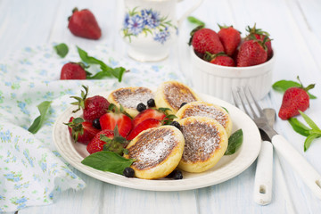 cottage cheese pancakes with berries, summer breakfast