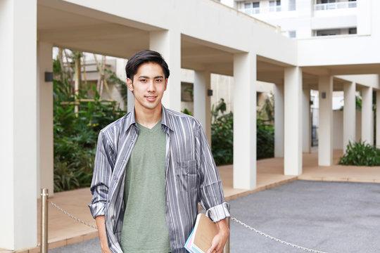 笑顔の大学生