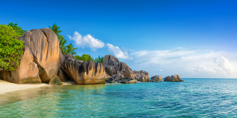 Poster de jardin Tropical plage tropical anse source d'argent beach on la digue island seychelles