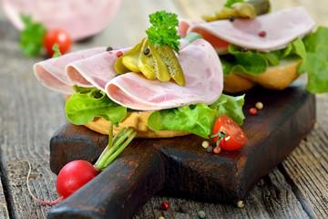 Garniertes Brötchen mit Bierschinken und Essiggurke  - Open faced sandwich with sliced ham sausage and pickles