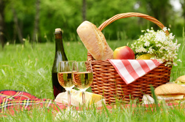Fotobehang Picknick Picnic basket
