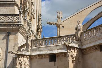 estatuas de piedra en la Catedral de Burgos