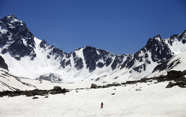 Fototapete - Hiker in snowy mountains
