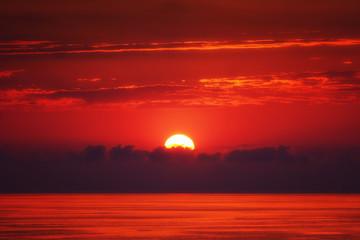 Foto auf Acrylglas Violett rot red sunset over the sea