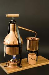 l'alambicco in rame per la distillazione della grappa