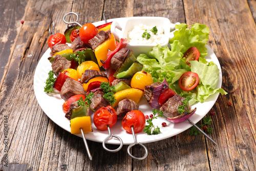 """grilled beef skewer and salad"""" Fotos de archivo e imágenes libres de ..."""