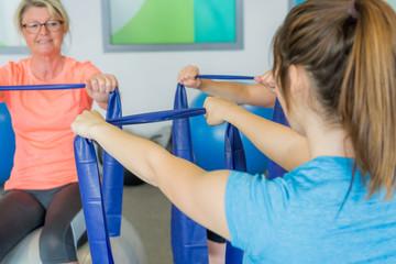 rückenmuskulatur beim der krankengymnastik stärken