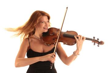 Lachende Frau spielt erste Geige