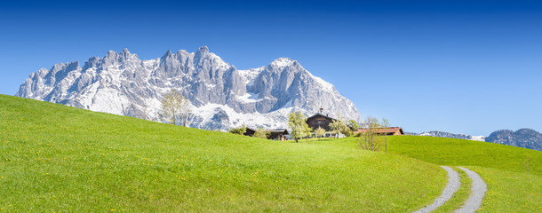 Photo sur Aluminium Reflexion Mountain Farm in front of Wilder Kaiser, Kitzbühel, Tyrol, Austria