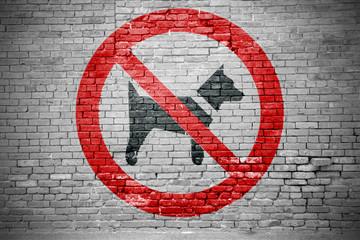 Mitführen von Hunden verboten Graffiti an Ziegelsteinmauer