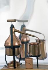 l'alambicco in rame per la distillazione della grappa e degli oli essenziali.